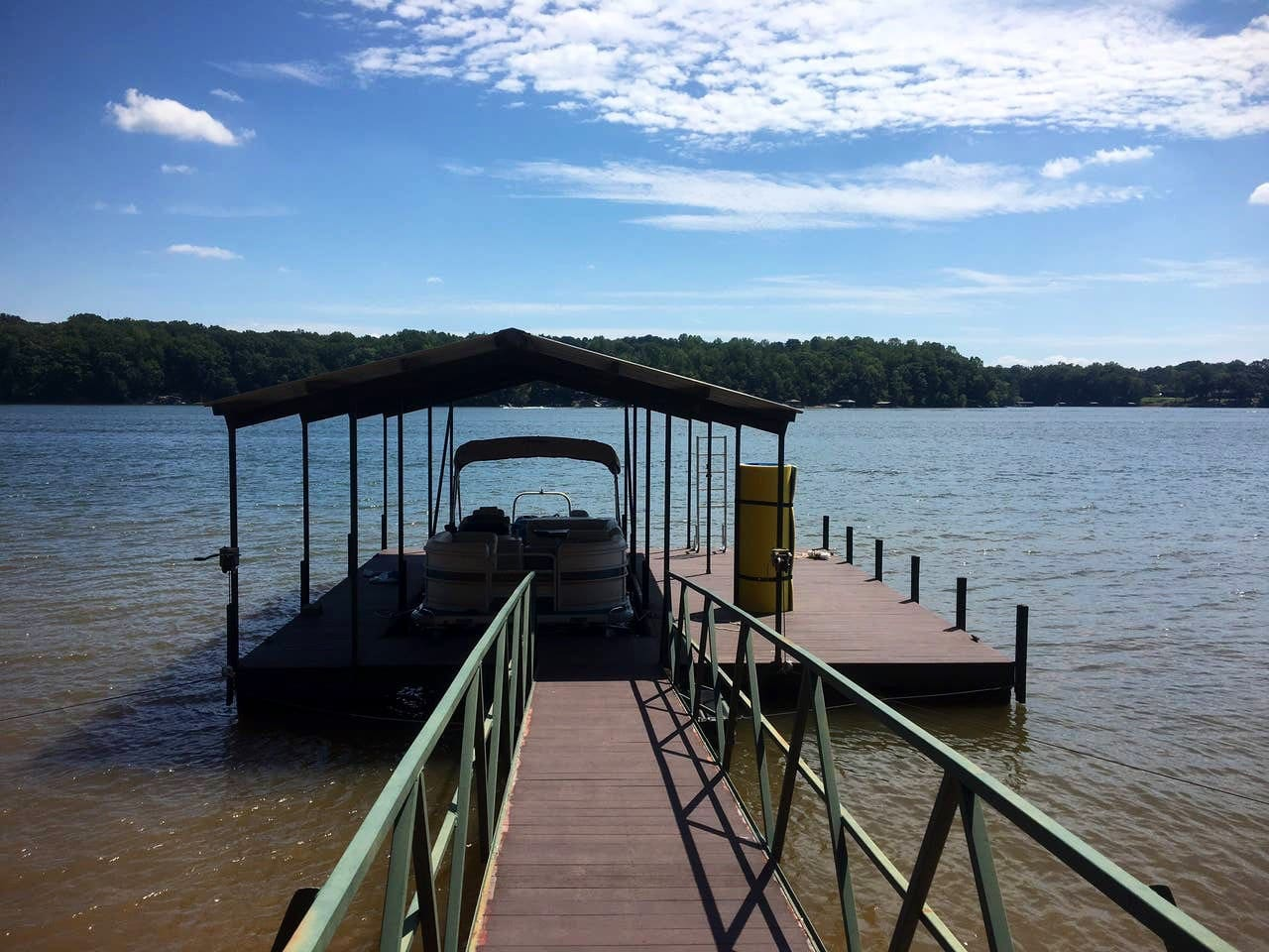 Enjoy the lake from your own private dock.  The boat is available to rent.  Take a boat ride directly to Clemson for the game.