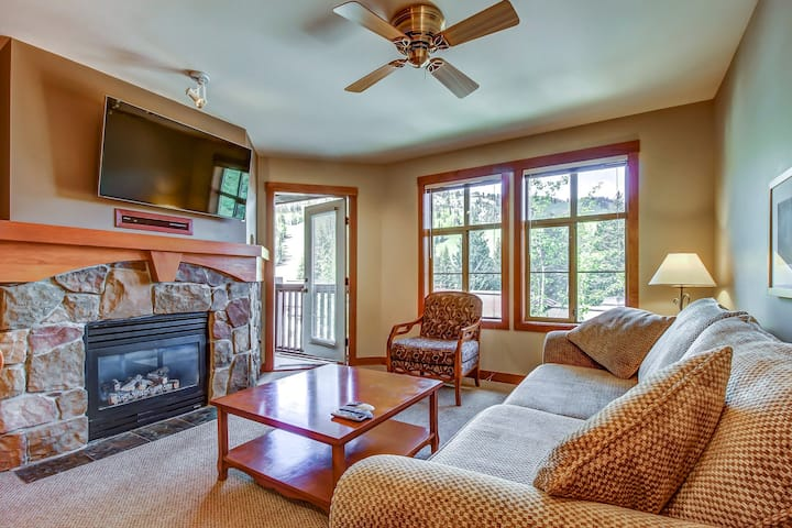 Ski-in/ski-out condo with lovely ski views and access to a shared pool & hot tub