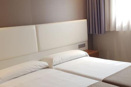 La Posada de Roces - Habitación Dos Camas - Gijón - Bed & Breakfast