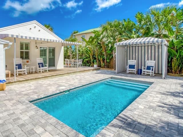 """Anastasia Lodge Cabana"" Beach & Pool Oasis"