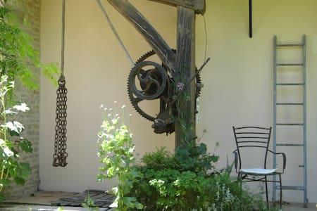 LE LOGIS DES SILENES - un espace art et nature - Casa