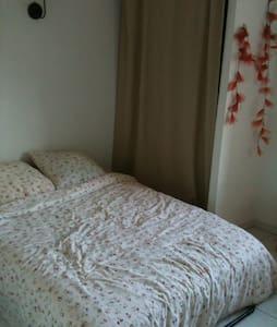 Petite chambre dans maison au calme