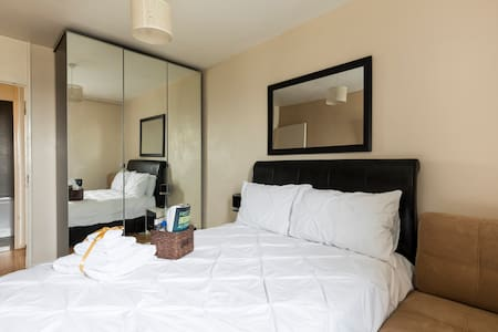 Comfy Double Room near Central London + Wi-fi