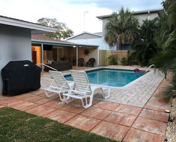 St Pete Tropical Getaway  3 master suites pool
