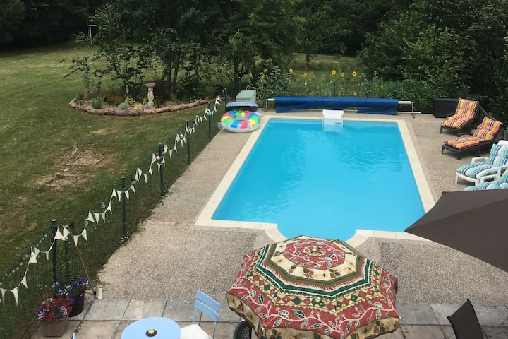 Quiet Rural Retreat En Suite 4 person B &B  pool
