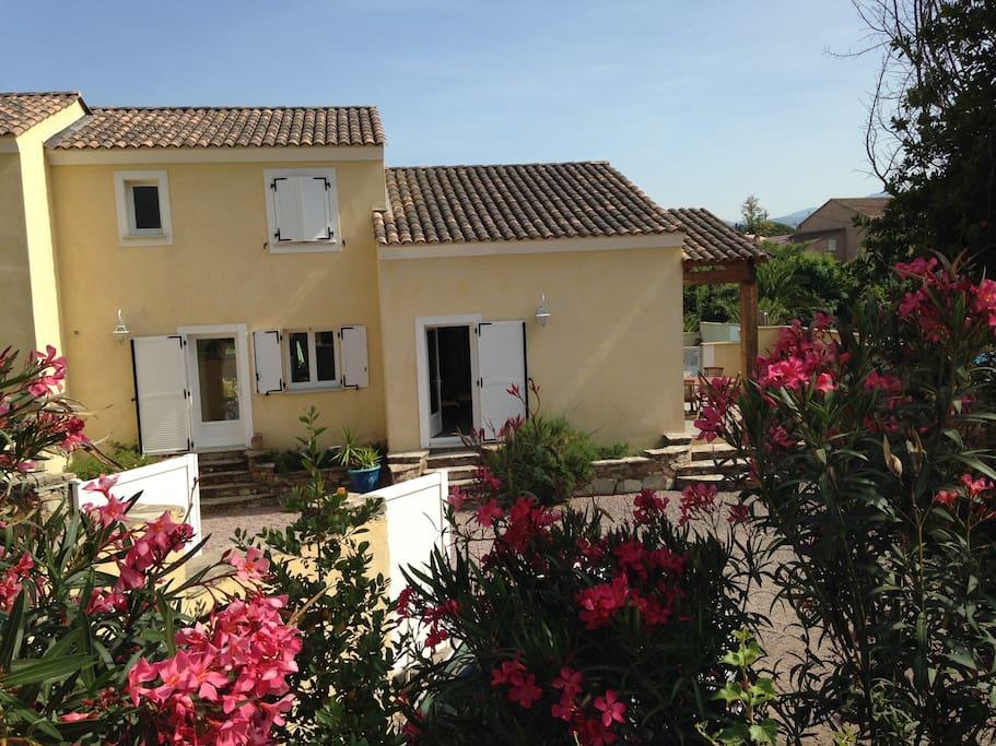Villa t3 centre st flo piscine houses for rent in saint for Piscine saint florent