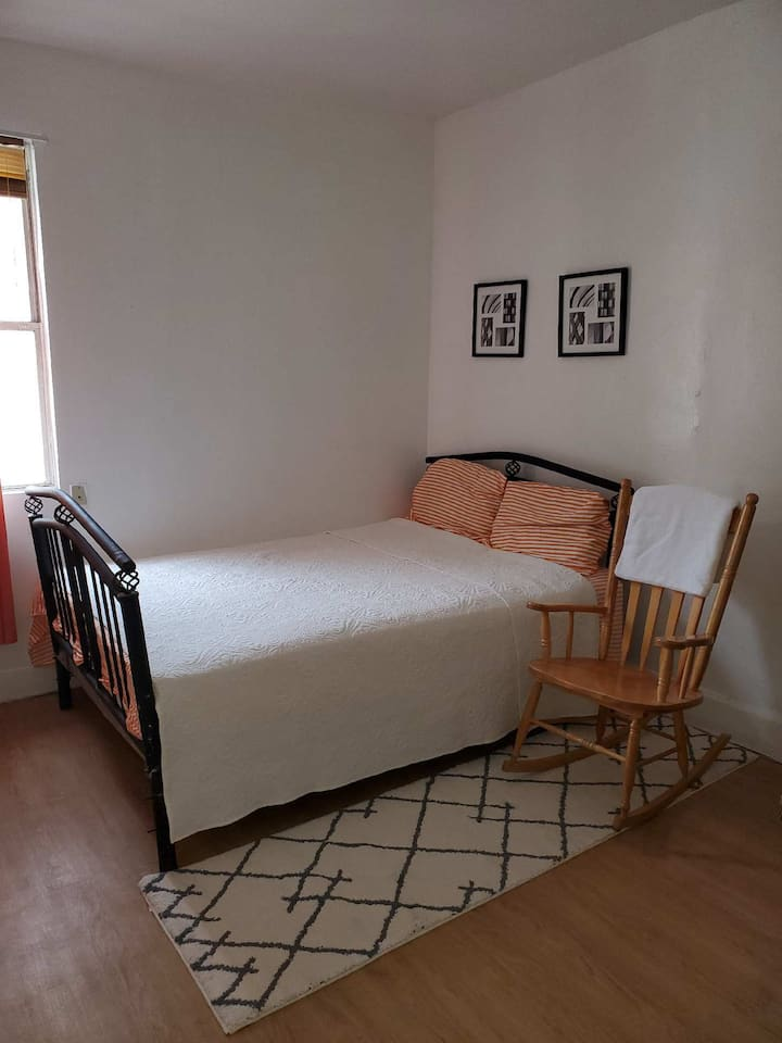 Quiet Bronx Home w/ connections to all of NYC