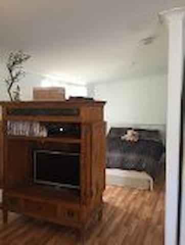 Studio Apartment/Granny Flat - Waikiki - Bungalow