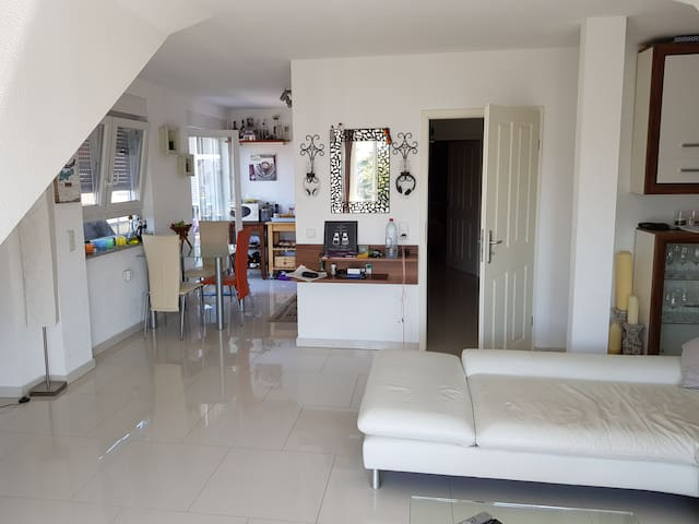 2 Room Flat with 2 Balcony for exclusiv use.