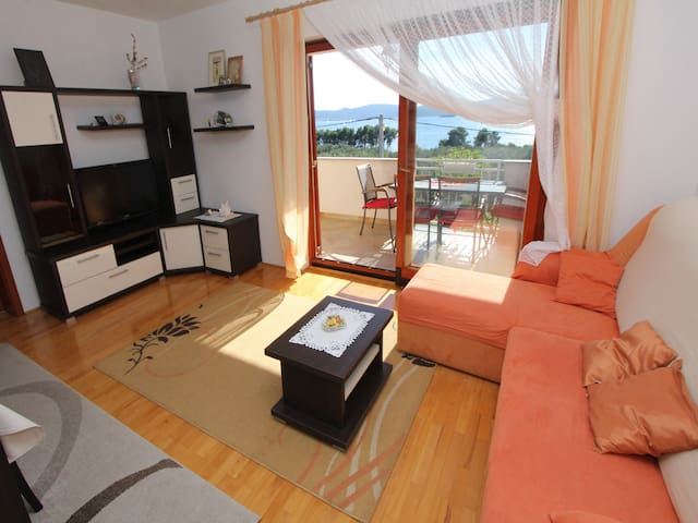Apartment Anka with Balcony and Sea View A1