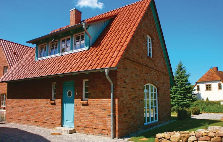 Holiday cottage with 2 bedrooms on 91 m² in Börgerende