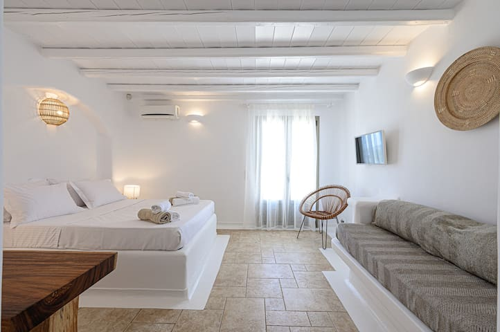 Bedroom downstairs with Queen sized bed and built-in couch can easily sleep up to 3 guests