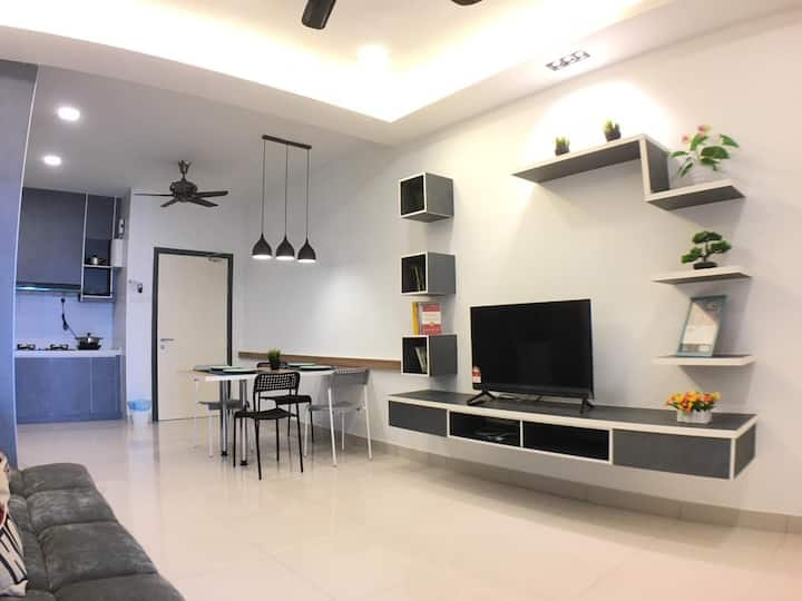 Stylish 2BR Deluxe @DaMen near Sunway Lagoon/LRT