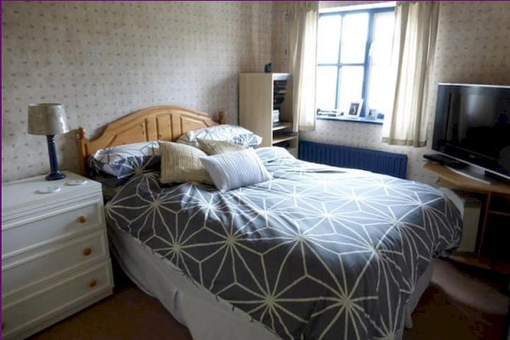 Quiet double room close to Cambs/London/MK/LTN - Elstow