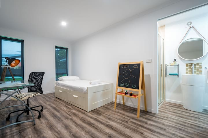 5th Bedroom and/or office, with a daybed that can be converted to a comfortable King bed, a desk workspace and a private ensuite.