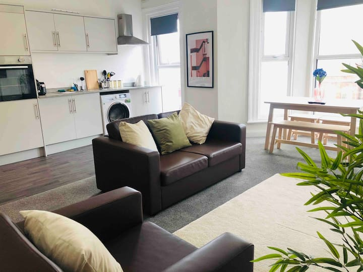 Modern One-Bedroom Apartment - Southport