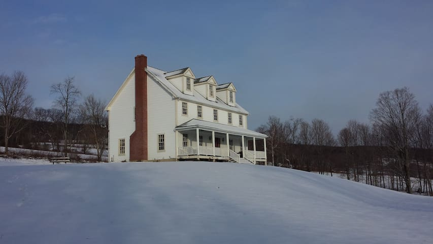 FARM HOUSE on Old Horse Farm, near Ski Resorts! - Hillsdale - House
