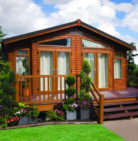 2 Bedroom Deluxe Lodge at Lazy Otter - Ely - Chalet