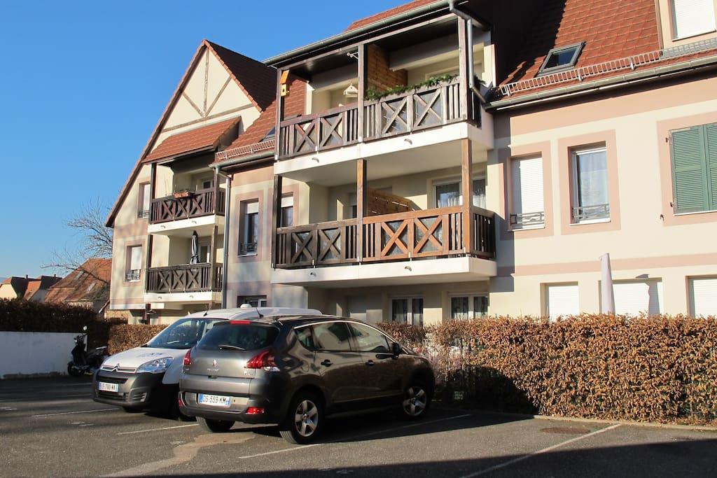 Vue côté balcon et parking