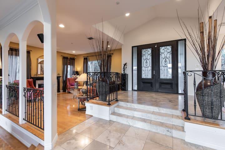 Elegant Comfort, Amazing Views, Full Luxury Spa
