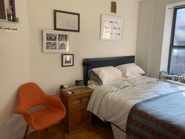 Large, Queen Bedroom in heart of Greenwich Village