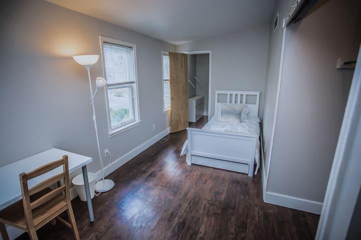 Loft Bedroom near Grosse Pointe Wood's shopping.