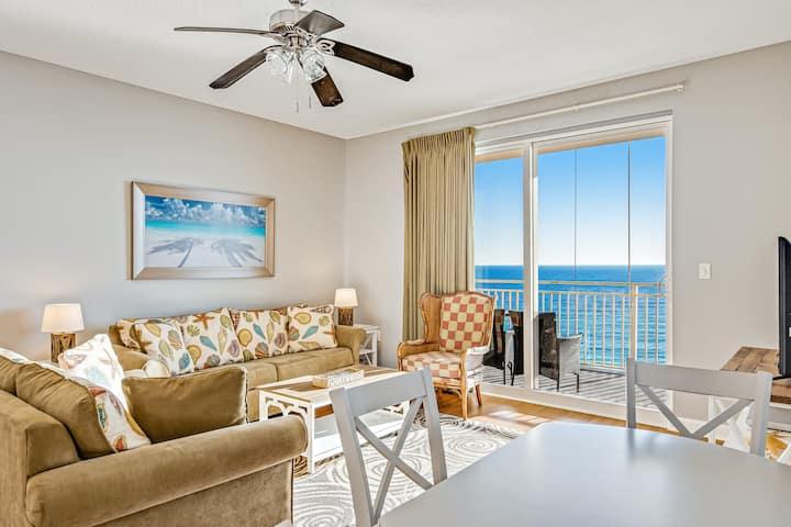 Seventh floor oceanfront condo w/ ocean views, high-speed WiFi, & washer/dryer