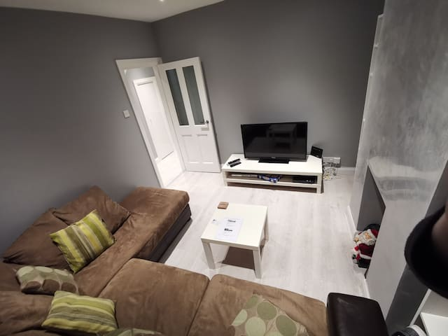 Modern, Cozy, 3 Bed House, in Belfast *Sleeps 6*