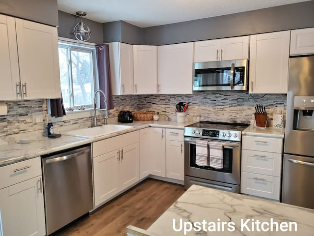 Vibrant Twin Cities home- entire apartment!