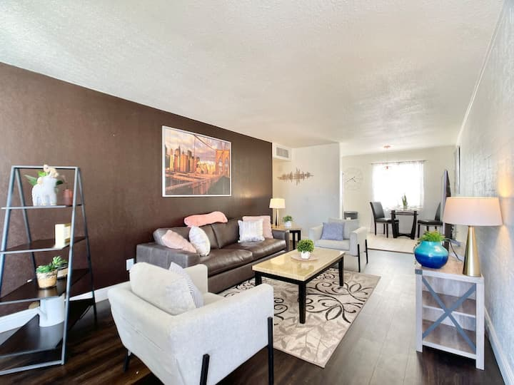 New! Modern & Cozy Apt Walk to DT Scottsdale