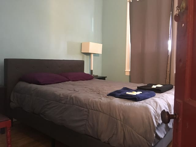 Stay at the Hamtramck Hostel (Private Full)