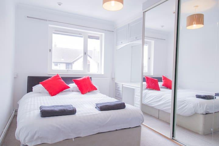 2 bed/Walk to Salford Royal Hospital + Parking - Salford - Appartement