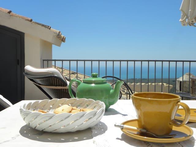 VILLA BASSO, deliziosa suite con terrazzo e cucina