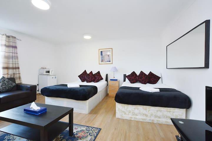 Hyde Park Gate Room - Triple Room En Suite, BF Inc