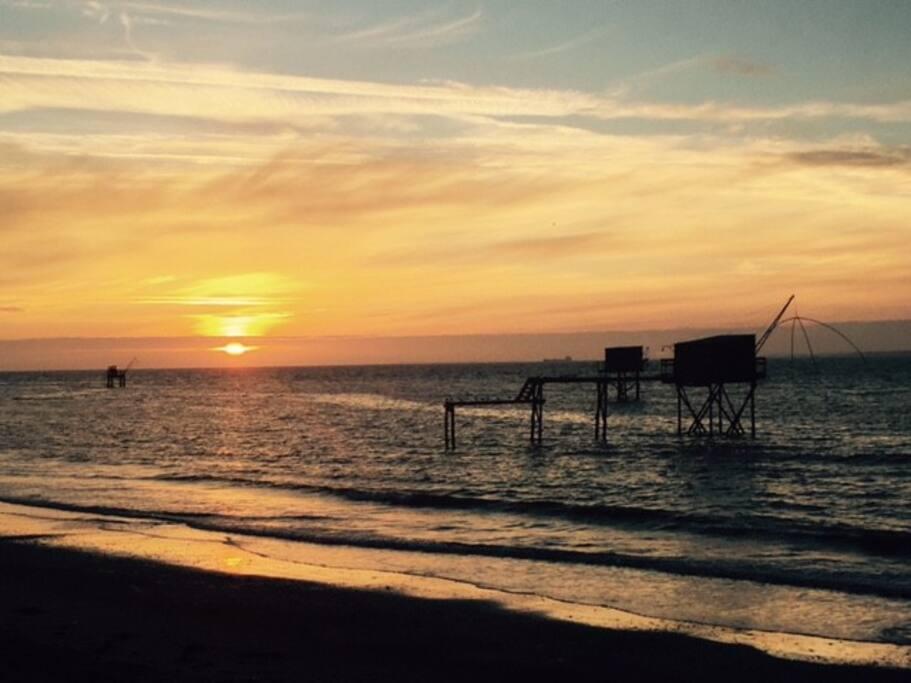 La plage le soir avec ses magnifiques couchers de soleil!