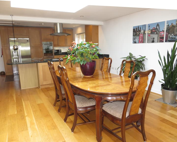 Thoroughly modern home from home in Wokingham