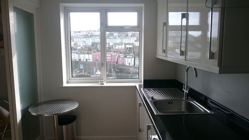 Unrivalled harbour views.  Central location. WiFi - Brixham - Flat