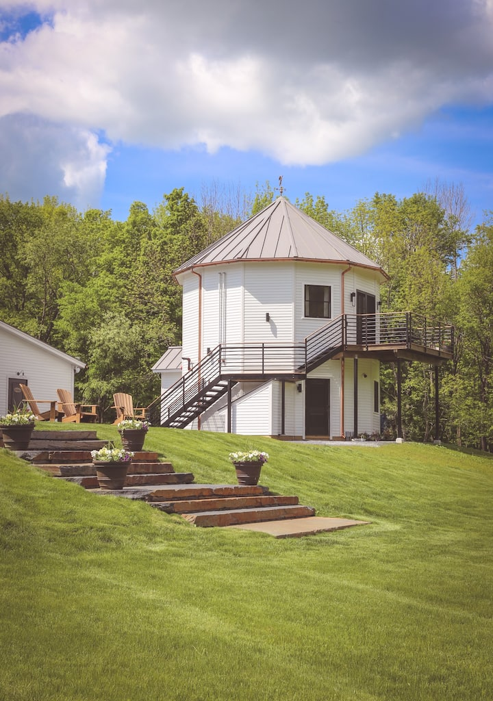 Silo Suite with Berkshire Mountain Views!