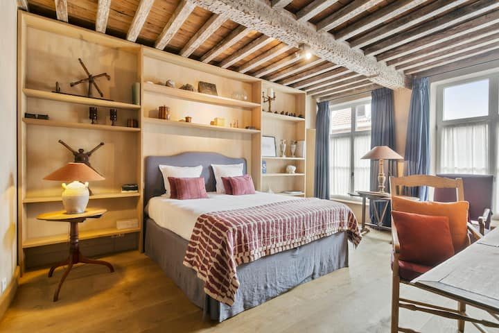 Charming & luxe apt in heart of medieval Bruges