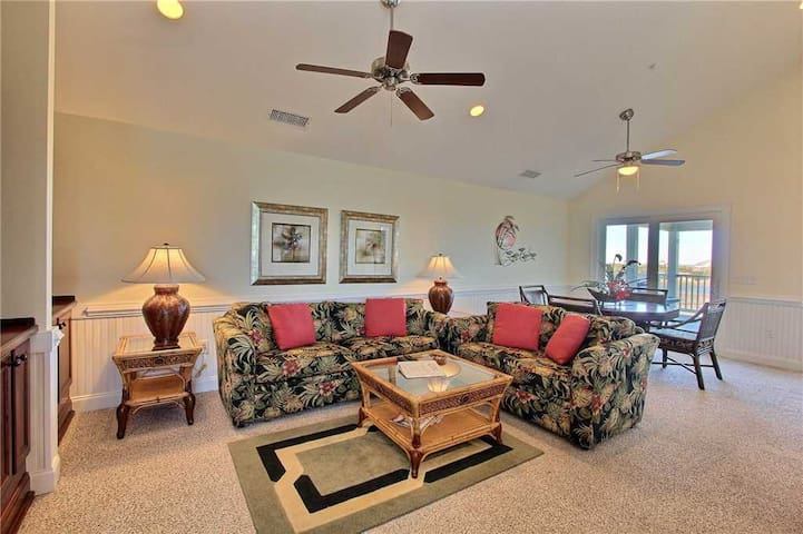 SemiSoundfront Condo in Hatteras, Comm Pool, dock, grill