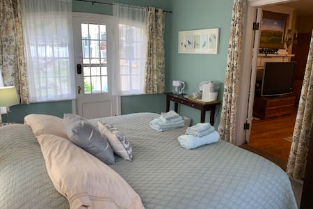 Historic North Shore, private suite & bathroom