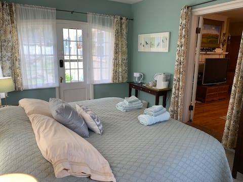 Historic North Shore, private suite & bathroom
