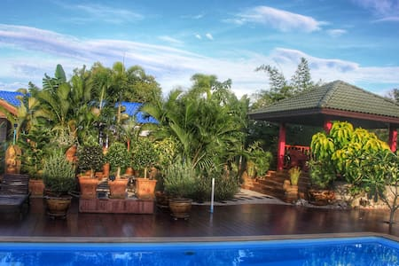 living in paradise - ideal for long term holidays