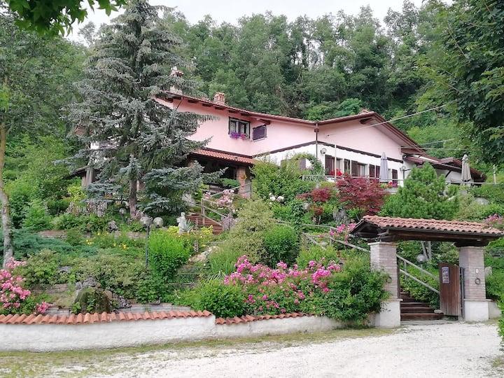 Ostello in Tipica Villa-Chalet di Montagna