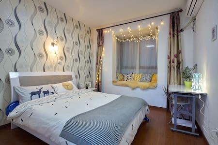 【迪士尼星光房】sweet suite@Disneyland 温馨浪漫带飘窗双人主卧B 5分直达地铁 - 上海