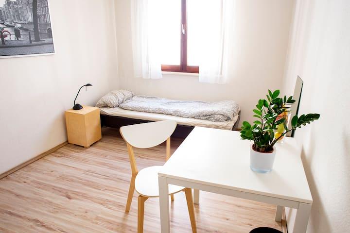 Privates Zimmer im schönen zentralen Westen
