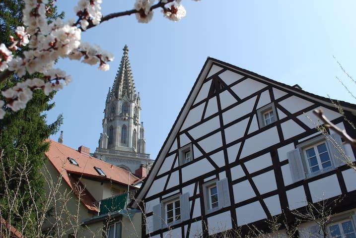 Zi. 3: Fachwerkhaus am Münsterplatz, 5 Min zum See - Konstanz - House