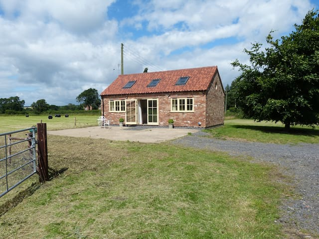 Windmill Cottage, in a rural accessible location