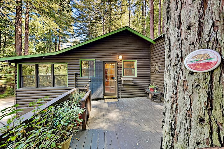 White Rock Lodge | Redwood Hideaway by the River