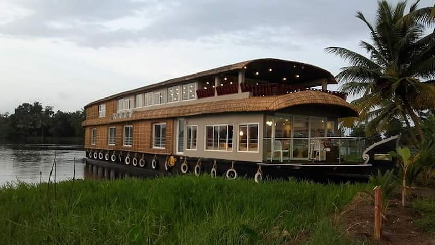 Indiavacationz Floating Resort - Alappuzha - Boat